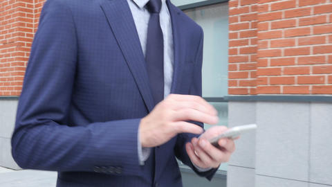 Typing Text Message on Phone, Close Up of Walking Young Businessman ビデオ
