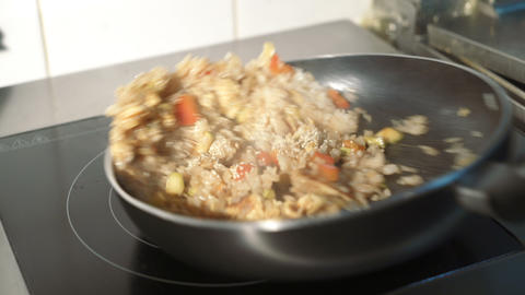 Vegetable stir fry in frying pan ライブ動画