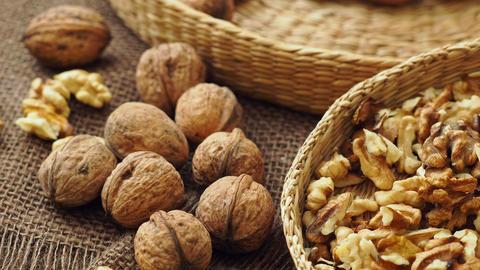 Walnuts on rustic natural burlap, Walnut kernels in wicker basket, Walnut background ライブ動画