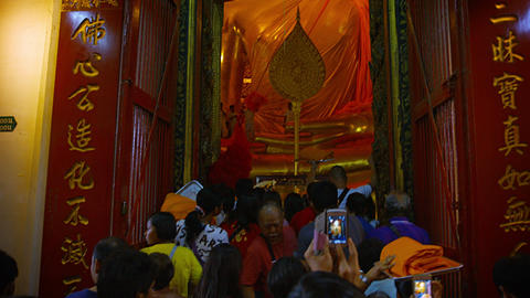 AYUTTHAYA. THAILAND - CIRCA FEB 2015: Locals and tourists in to See Enormous. Gi Footage