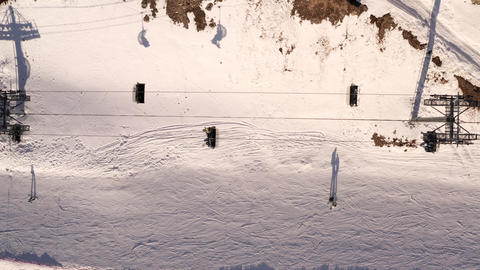 Top view from drone ski elevator moving on mountain resort. Aerial view ski lift transporting skiers Live影片