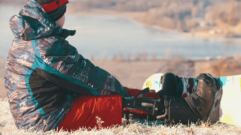 14-12-19 RUSSIA, KAZAN: Snowboarding - A man with prosthetic leg standing up Live Action