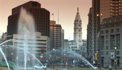 The downtown fountains of Philadelphia with city hall in... Stock Video Footage