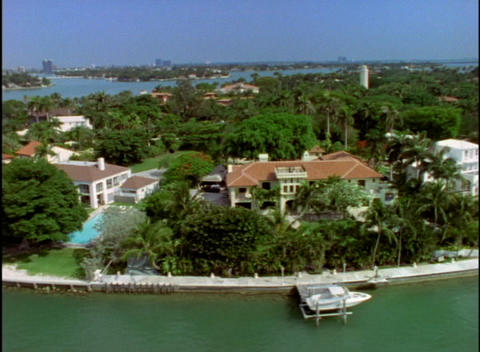 Mansions and estates occupy Florida's southern coastline Stock Video Footage