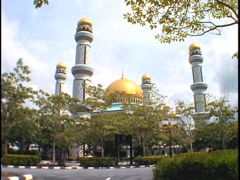 A palace with gold domes stands in Brunei, Borneo Stock Video Footage