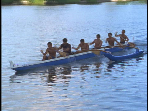Men paddle a Hawaiian racing boat Stock Video Footage