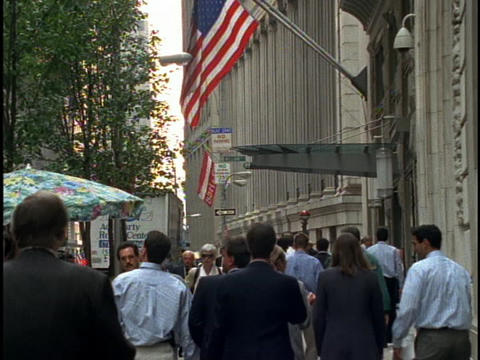 Business people walk down a busy New York sidewalk Stock Video Footage