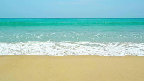 Gentle Waves Breaking on a Pristine Tropical Beach ภาพวิดีโอ