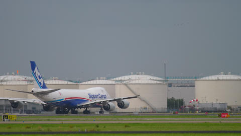 Airfreight Boeing 747 before departure GIF