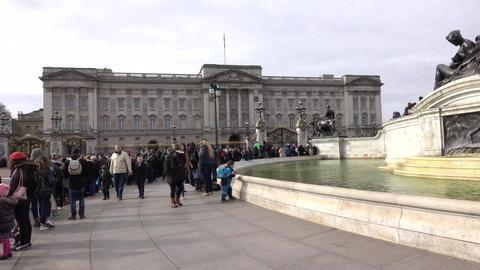Buckingham Palace London England crowd 4K Footage