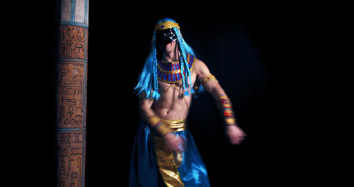 A man dressed as an ancient egyptian god is flossing, 4k Live Action