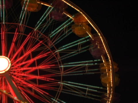 A ferries wheel spins quickly Stock Video Footage