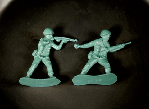 Green plastic soldier figures melt Stock Video Footage