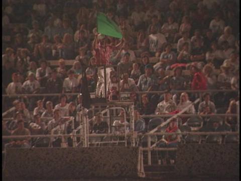The green flag signals the beginning of the demolition derby Stock Video Footage