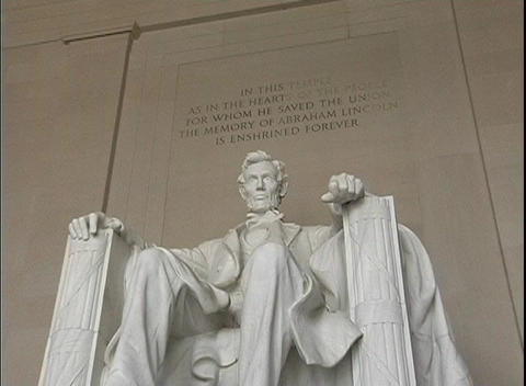 The seated sculpture of Abraham Lincoln marks the Lincoln... Stock Video Footage