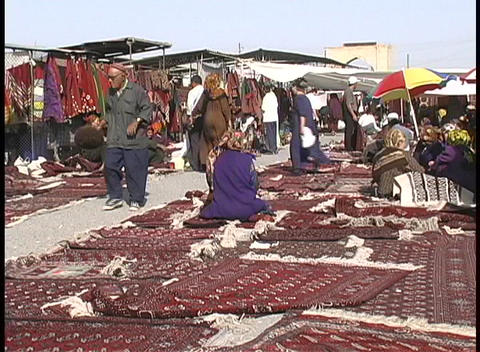 People browse the beautiful carpets for sale at the... Stock Video Footage