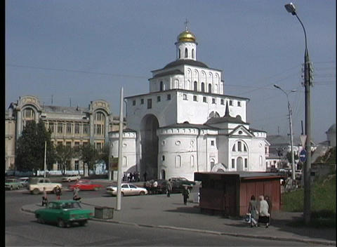 A pan view of traffic and pedestrians near the Vladimir... Stock Video Footage