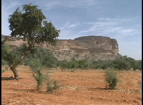 The camera zooms in on the Tellem Ruins in Mali, Africa Stock Video Footage