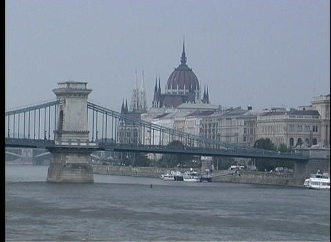A medium shot of the Chain Bridge spanning the Danube... Stock Video Footage