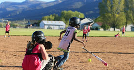 Young girls playing softball rural park slow DCI 4K 画像