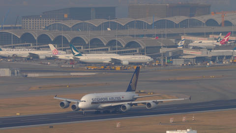 Singapore Airlines Airbus A380 departure from Hong Kong Live Action