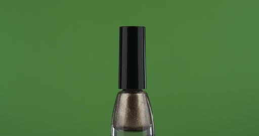 Close-up, rotation of gold nail polish, on a green screen ライブ動画