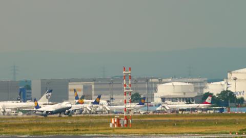 Lufthansa Airbus A321 departure Live Action