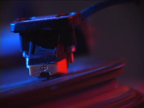 A record player tone arm moves across a vinyl record Stock Video Footage