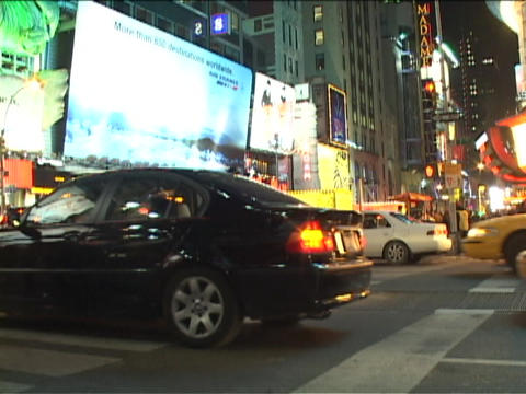 Traffic crosses through a busy intersection in Manhattan... Stock Video Footage