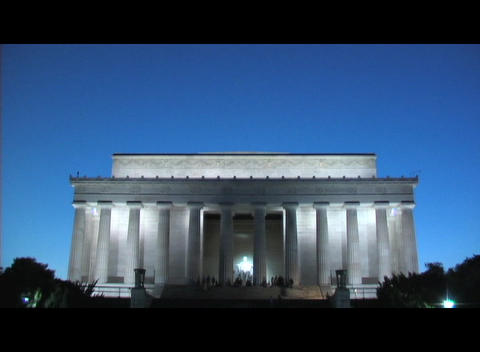 The Lincoln Memorial in Washington DC at night Stock Video Footage
