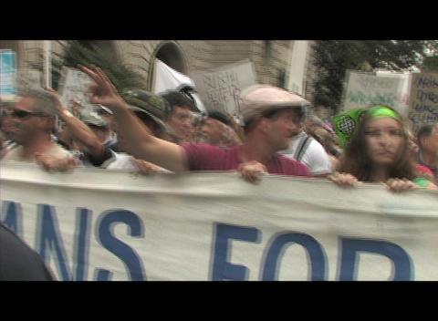 Hand-held shot of anti-Iraq-war protestors in Washington... Stock Video Footage