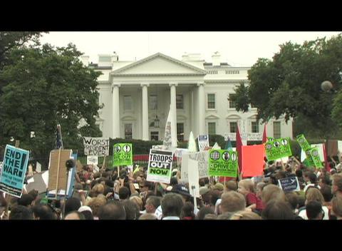 Medium-shot of anti-Iraq war protestors demonstrating in... Stock Video Footage