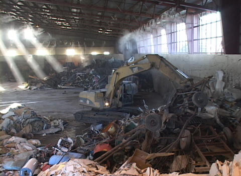 An industrial claw picks up recycling materials Stock Video Footage