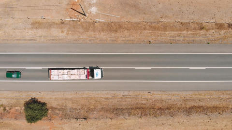 Top down view flying over desert road with trucks Live影片