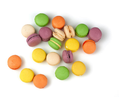 round baked multi-colored almond flour cakes macarons Fotografía