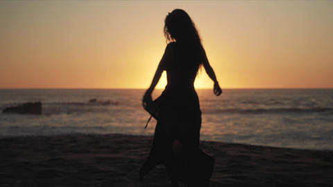 Female silhouette on the beach Live Action