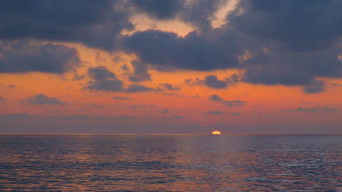Inspirational red sunset sky with sea waves splashing motion,sun goes down italy Acción en vivo