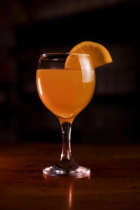 Orange Juice in the Glass at the Bar Fotografía