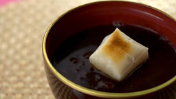"""Scene opening the lid of a vessel containing Japanese sweets """"Zenzai"""" Live Action"""