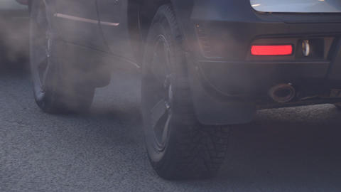 Exit the smoke from the exhaust pipe of the car. The car smokes Live Action