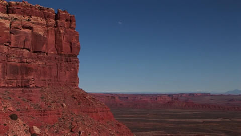 Long shot of a buttes across the Utah desert Stock Video Footage
