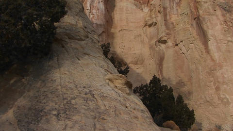 Pan-up to a beautiful stone arch in Southern Utah Stock Video Footage