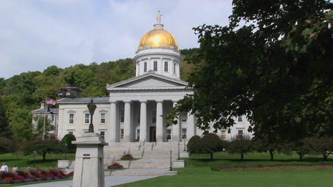 A gold dome tops the capital building in Montpelier, Vermont Stock Video Footage