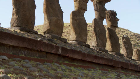 A tilt up to Easter Island statues Stock Video Footage