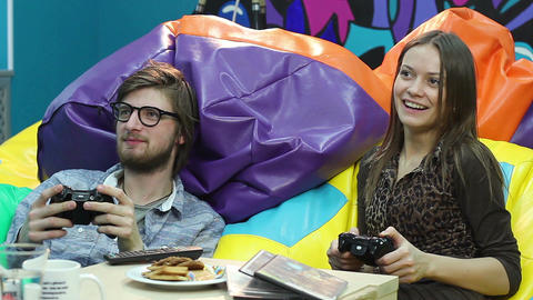 Young couple on date playing console, video game addiction, fun Filmmaterial