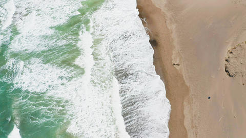 Aerial View of Beach and Waves Live影片