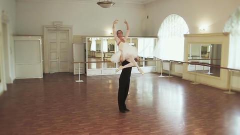 Male dancer lifts female onto his shoulders, ballet dancing ビデオ