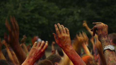 People's hands covered in paint at festival, having fun, party ライブ動画