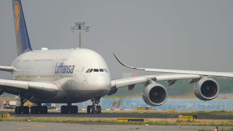 Lufthansa Airbus A380 taxiing Live Action