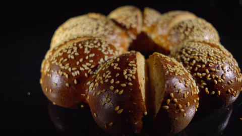 Lye rolls with sesame seeds Live Action